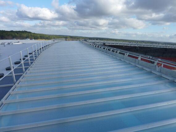 Des toits translucides   Durables et légers